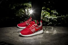 ***RELEASE REMINDER*** Girls, the Nike WMNS Roshe One Winter in red, black and blue will be available at our shop tomorrow!  Release: 4.12.2015 | 9:00h AM CET | EU 36 - 41 | 100,-€