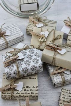 ✂ That's a Wrap ✂ diy ideas for gift packaging and wrapped presents - creative… Creative Gift Wrapping, Present Wrapping, Creative Gifts, Wrapping Ideas, Paper Wrapping, Pretty Packaging, Gift Packaging, Packaging Ideas, Christmas Gift Wrapping