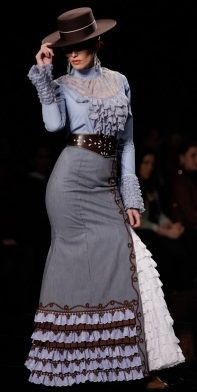 Design by Margarita Freire @ SIMOF 2014 Courtesy of: wappíssima Flamenco Costume, Spanish Dress, 2014 Fashion Trends, Spanish Fashion, Fantasy Dress, Old West, Classy Women, Dance Outfits, Fashion Outfits