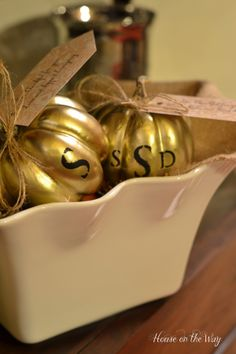 thanksgiving dinner gifts - gold pumpkins with monogram. Would be cute on the table as seating / place cards and then guests could take them home! Thanksgiving Fashion, Thanksgiving Parties, Thanksgiving Decorations, Happy Thanksgiving, Thanksgiving Recipes, Virtual Card, Progressive Dinner, Holiday Fun, Holiday Ideas
