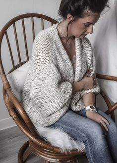 Crochet top fashion inspiration 44 new ideas Gilet Crochet, Crochet Coat, Crochet Slippers, Crochet Clothes, Diy Clothes, Crochet Baby, Minimalist Winter Outfit, Knitting Patterns, Crochet Patterns