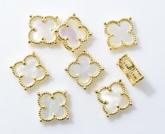 White Clover Brass Pendant (Small), Jewelry Craft Supplies, Polished Gold - 1pcs / RG0050-PGWH