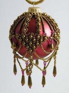 Декорированный бисером шар на ёлку