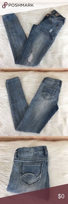 """👖Refuge glam ulta skinny jeans ✨Newly listed items are priced to move.. please help me clear out my actual closet 😉 Brand: Refuge Size: 00 Type: light denim wash, """"glam ultra skinny"""" leg style Details: four functioning pockets, manufacturer rips on front  Waist measurement: 11.5"""" across  Inseam: 30.5"""" Length: 36"""" Condition: preloved, excellent  Other: this item does not fit me, sorry I cannot model ✨Build a bundle with all your likes and use the automatic bundle discount -or- make me a…"""
