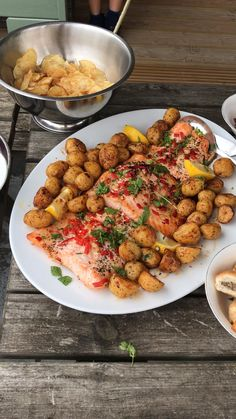 Our weekend outside dining in the rain with gorgeous IBS free food that has been designed to help improve my IBS symptoms, not aggravate them. Ibs Flare Up, Ibs Bloating, Ibs Relief, Ibs Symptoms, Change Is Good, Foods To Eat, Balanced Diet, Diet And Nutrition