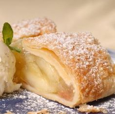 Make apple strudel recipes with Phyllo dough or pastry dough; recipes included for old fashioned strudel or a date apple recipe. German Desserts, Köstliche Desserts, Dessert Recipes, Phyllo Dough Recipes, Strudel Recipes, German Apple Strudel Recipe, Apple Recipes, Sweet Recipes, Easy Recipes