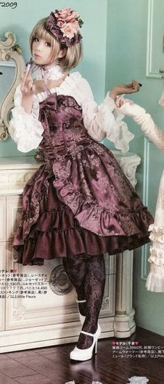 Posing for Photos | Her Lumpiness: Lolita Fashion and Lifestyle
