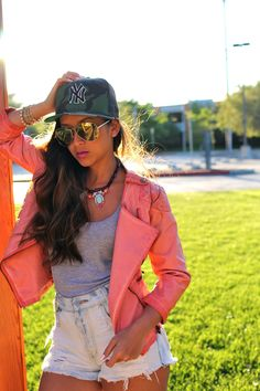 Yankees Hat, cut off shorts and moto jacket New Outfits, Dress Outfits, Summer Outfits, Cute Outfits, Dresses, Trendy Fashion, Fashion Art, Fashion Design, Yankees Hat