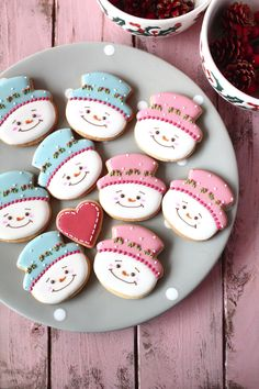 Sweeten your day.: Christmas cookies for kids party! Snowman Cupcakes, Snowman Cookies, Cute Cookies, Cupcake Cookies, Christmas Cookies Kids, Cookies For Kids, Christmas Treats, Christmas Baking, Iced Cookies