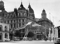 Figura alegórica en Plaza de Mayo, año 1942.