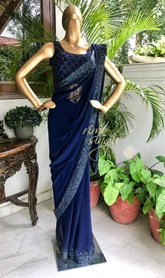 Beautiful georgette sequence work border partywear saree - Saree Fabric: Georrgte With full sequence border all over saree Saree Size : Trendy Dresses, Elegant Dresses, Nice Dresses, Fashion Dresses, Homecoming Dresses Tight, Satin Saree, Crepe Saree, Blue Saree, Saree Wedding