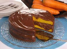 O Bolo Gelado de Cenoura com Chocolate é irresistível e muito fácil de fazer. Faça para o lanche da sua família e receba muitos elogios! Veja Também: Bolo