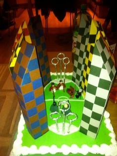 Homemade Quidditch cake! Harry Potter Cake, Harry Potter Birthday, Homemade Valentine Boxes, Book Report Projects, Cake Pop Decorating, Goddesses Greek, Greek Mythology, Cheesecake Cake, Harry Potter Wallpaper