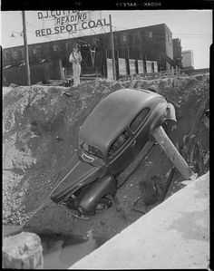 vintage everyday: Old Photos of Car Accidents in The 1940's