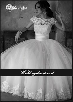 Sexy bride appeals to all of HIM. http://www.weddingdresstrend.com/en/splendid-princess-lace-applique-floor-length-wedding-dress-wg81501005.html