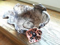 Keramicka miska s kvetinou ze šamotove hlíny