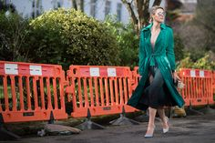 Sofie Valkiers in Burberry ombre trench and dress Cool Street Fashion, Street Chic, Street Style, Fashion Week 2015, Fashion Weeks, 2015 Trends, Summer Trends, London Fashion, Vintage Looks