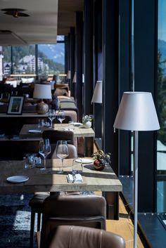 Hotel Crans Ambassador - markante Architektur im Chalet-Stil Bar Lounge, Design Hotel, Montana, Hotels, Das Hotel, Wallis, Restaurant, Table Decorations, Furniture