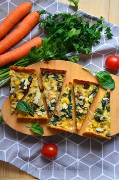 Low carb glutenfree leek and spinach tart based on carrot crust. It's healthy and delicious! Gluten Free Recipes, Vegetarian Recipes, Spinach Tart, Coconut Curry Soup, Tart Collections, Food Hacks, Food Inspiration, Food And Drink, Meals