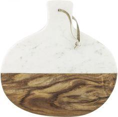 Prkénko vyrobené vkombinaci mramoru a dřeva je nejen praktické kekrájení surovin, ale i k originálnímu servírování. Zavěšené, či opřené vypadáskvěle jako moderní prvek každé kuchyně.