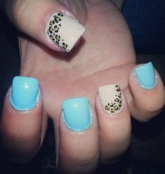 blue/leopard nails.