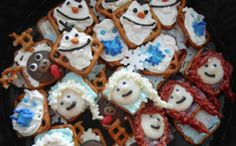 Is your family obsessed with the hit movie Frozen? Recreate your favorite Frozen characters with these delightful edible crafts! Together with your kids, you can make Olaf, Anna, Elsa, and Sven the reindeer! Christmas Cooking, Kids Christmas, Merry Christmas, Pretzel Treats, Holiday Recipes, Great Recipes, Frozen Crafts, Edible Crafts