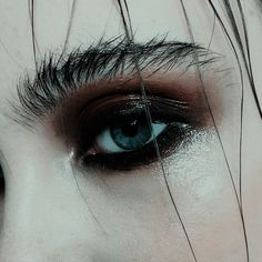 Delineated, smoky, colors, shapes and techniques to make up your eyes every time We propose ten eye makeup looks for different tastes and. Makeup Inspo, Makeup Art, Makeup Tips, Hair Makeup, Makeup Eyebrows, Makeup Hairstyle, Eyebrow Makeup, Hairstyle Ideas, Make Up Looks
