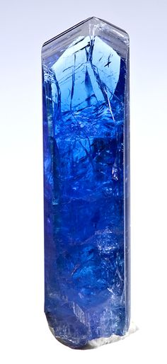 Fine terminated crystal of natural Tanzanite! From Exceptional Minerals Minerals And Gemstones, Rocks And Minerals, Blue Gemstones, Natural Gemstones, Beautiful Rocks, Beautiful Ocean, Mineral Stone, Rocks And Gems, Stones And Crystals