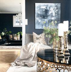 Dette er Norges 4 flotteste klassiske interiørprofiler - Franciskas Vakre Verden Modern Exterior Doors, Exterior House Colors, Wall Exterior, Living Room Modern, Living Room Designs, Living Room Decor, White Window Trim, White Trim, Green House Color