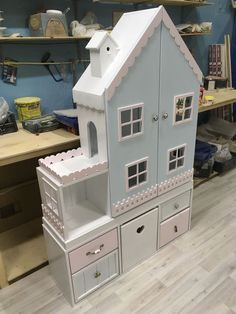 Insp for E's AG dollhouse someday. Kids Doll House, Doll House Plans, Toy House, Barbie Furniture, Dollhouse Furniture, Kids Furniture, Diy Dollhouse, Play Houses, Doll Houses