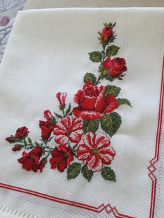 Small Cross Stitch, Cross Stitch Rose, Cross Stitch Flowers, Quilt Block Patterns, Cross Stitch Patterns, Beautiful Red Roses, Red Rose Flower, Cross Stitch Pictures, Needlepoint Canvases