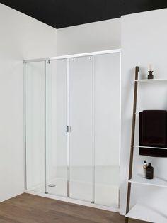 Ambiance épurée pour cette salle de bains avec douche à l'italienne et portes coulissantes