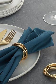 Gold Napkin Rings, Beaded Napkin Rings, Gold Napkins, Modern Napkin Rings, Dinner Sets, Dinner Table, Vase Deco, Wood Napkin Holder, Custom Napkins