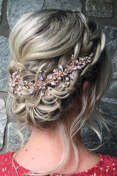 Wedding Hairstyles For Medium Length Hair ★ wedding hairstyles medium hair low elegant braided updo with gold accessories updosbykarina Wedding Hairstyles For Medium Hair, Cute Braided Hairstyles, Braided Updo, Diy Hairstyles, Hairstyles Videos, Hairstyles 2018, Medium Hair Styles, Short Hair Styles, Natural Hair Styles