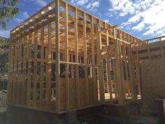 estructura casa madera en construccin en manzanares el real en el entorno de la pedriza