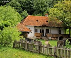 House 2, Traditional House, Country Life, Romania, Porch, Beautiful Places, Cottage, House Styles, Building