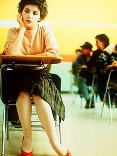 Google Image Result for http://pretareporter.files.wordpress.com/2011/12/audrey_horne_seated_in_desk-at-school.jpg