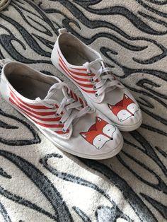 #кеды#роспись#росписькед#лисы#милыелисы#littlefox#fox#art#краски#акрил#рисунок#illustration#akril#handmade#милота#своимируками#переделки#жизньстарымкедам#new Disney Painted Shoes, Drawing Ideas, Converse, Drawings, Sneakers, Illustration, Clothes, Fashion, Painted Shoes