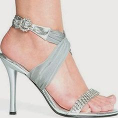 Silver wedding shoes are versatile. The shoes can be worn for other special occasions. To get the best of silver wedding shoes usage, a bride can wear her dress with rhinestones. Dyeable Wedding Shoes, Rhinestone Wedding Shoes, Silver Wedding Shoes, Rhinestone Sandals, Silver Shoes, Bridal Shoes, Wedding Heels, Silver Sandals, Blue Wedding