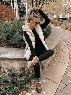 Beautiful boots and hooded vest are amazing fall outfits 2019 trends casual! Cozy Fashion, Winter Fashion Outfits, Fall Winter Outfits, Autumn Winter Fashion, Winter Clothes, Winter Style, Fall Fashion, Fashion Ideas, Cute Fall Outfits