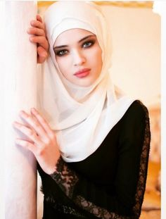 Find images and videos about beauty, islam and hijab on We Heart It - the app to get lost in what you love. Arab Girls, Arab Women, Muslim Girls, Beautiful Hijab Girl, Beautiful Muslim Women, Islamic Fashion, Muslim Fashion, New Hijab, Moslem