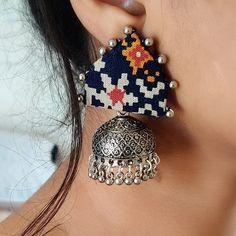 Diy Fabric Jewellery, Fabric Earrings, Beaded Jewelry Patterns, Fabric Beads, Embroidery Jewelry, Diy Jewelry Necklace, Jewelry Design Earrings, Handmade Jewelry Designs, Earrings Handmade