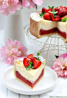 Wiosenny sernik truskawkowo rabarbarowy. Strawberry rhubarb cheesecake. Thank goodness for the 'translate' button!