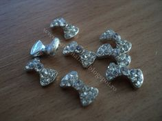 Fundita metalica argintie Pret: 1 leu/buc Dimensiuni: 11x6mm