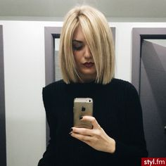 chic short hair styles are easy to do. Find out the best chic short hair styles you can try this winter that are going to be a hair trend of Medium Hair Cuts, Short Hair Cuts, Medium Hair Styles, Short Hair Styles, Pixie Cuts, Blunt Bob Hairstyles, Cool Short Hairstyles, Blonde Haircuts, Amazing Hairstyles