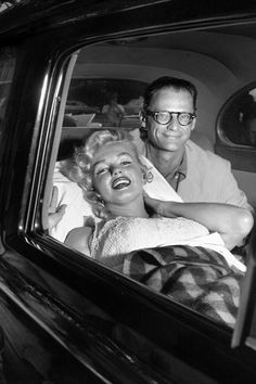Marilyn Monroe and her husband, Arthur Miller, smile as she leaves Doctors Hospital. But Marilyn was reported exhausted after losing her child, which had been expected in March. They left by. Get premium, high resolution news photos at Getty Images Mort Marilyn Monroe, Marilyn Monroe Photos, Marilyn Monroe Marriages, Vanity Fair, Marriage Pictures, Photos Rares, Photo Star, Famous Couples, Hollywood Actresses
