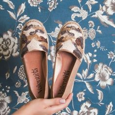 Amando esse bordado neutrinho  #ValentinaFlats #shoes #fashion #loveit #love #loveshoes #shoeslover  #alpargata #bordado #summer
