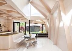 casa em Dublin, Projeto: NOJI Architects #camilakleinarquiteta #plywood #compensado #terraço #interiordesign #architecture
