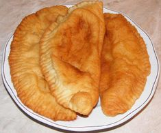 Langosi cu branza Pastry Recipes, Cake Recipes, Cooking Recipes, Bread And Pastries, Food Cakes, Apple Pie, Deserts, Food And Drink, Ethnic Recipes
