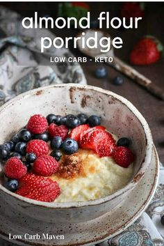 Make low carb cereal with almond flour for a great low carb oatmeal substitute. Porridge recipes can be sugar-free for Paleo or keto breakfast options. This recipe is easy and delicious. Keto Foods, Ketogenic Recipes, Ketogenic Diet, Vegan Keto, Dieta Vegan, Porridge Recipes, Oatmeal Recipes, Low Carb Desserts, Low Carb Recipes